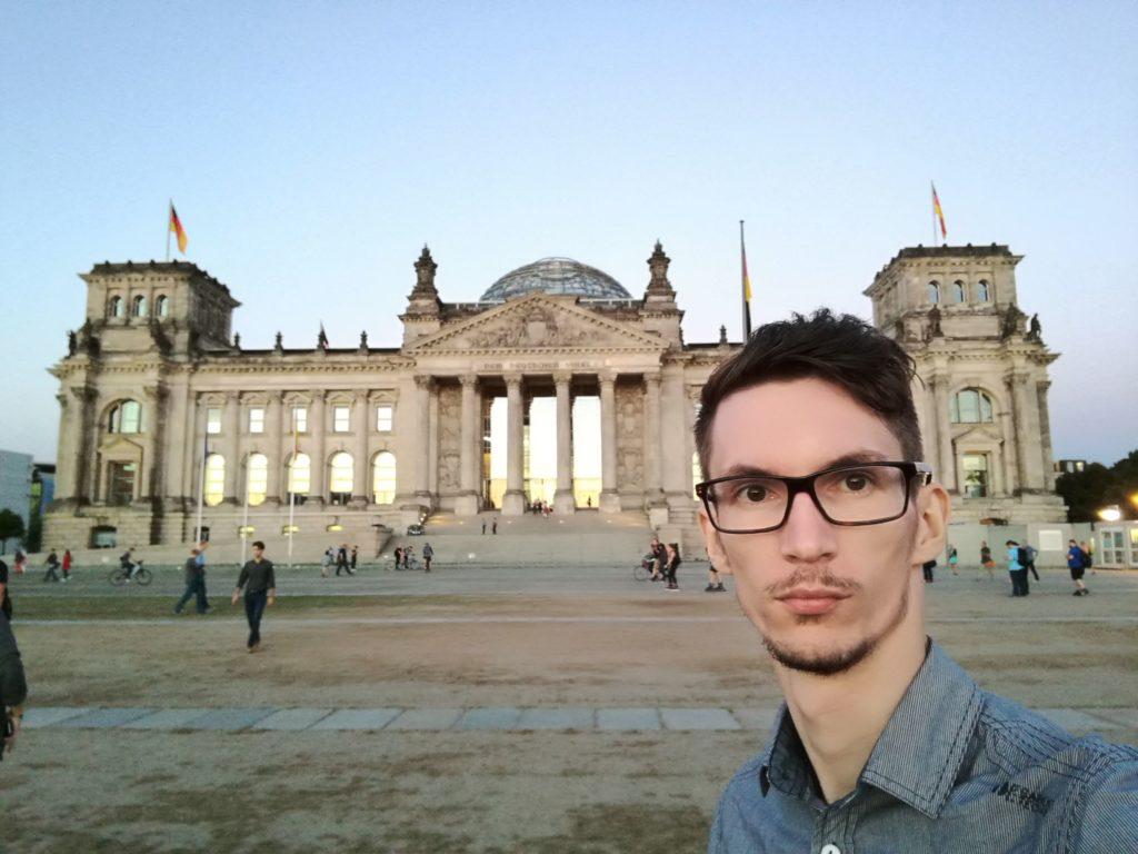 Szelfi a Reichstag-nál Honor 8-cal