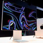 Az új Pro Display XDR, háttérben az új Mac Próval