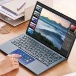 ZenBook 14_UX435EA_EG_Scenario photo_Pine Grey_ScreenPad
